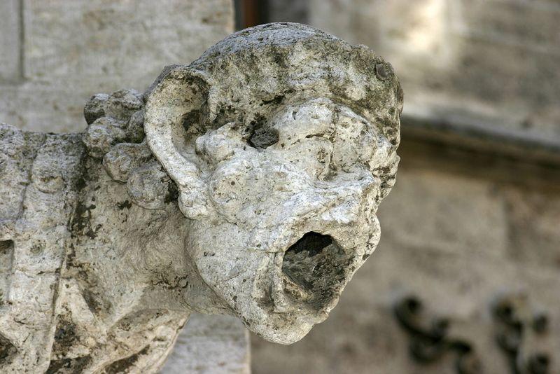 El Torcal de Antequera - Se puede ver el efecto del agua ácida en las catedrales construidas con roca caliza (4).