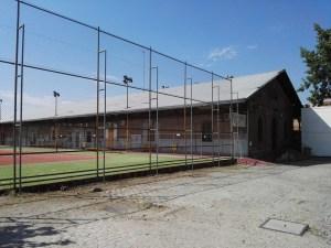 Almacén del MUNCYT - Entre las distintos muelles de mercancías que se conservan, ¡RENFE ha instalado un campo de tenis!