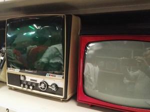 Almacén del MUNCYT - Un televisor Sears con un filtro.