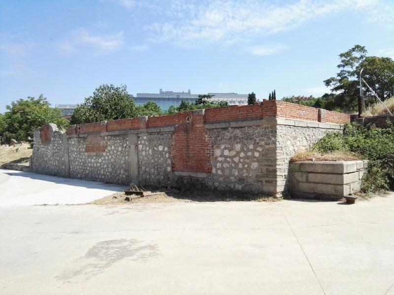 Almacén del MUNCYT - Apeadero de ganado, con puertas de acceso (hoy tapiadas) a distintas alturas.