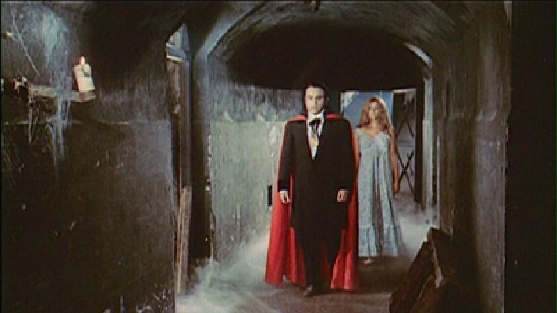 """Búnker de El Capricho - Para rodar """"El Gran Amor del Conde Drácula"""", pintaron gran parte del búnker de negro (6)."""