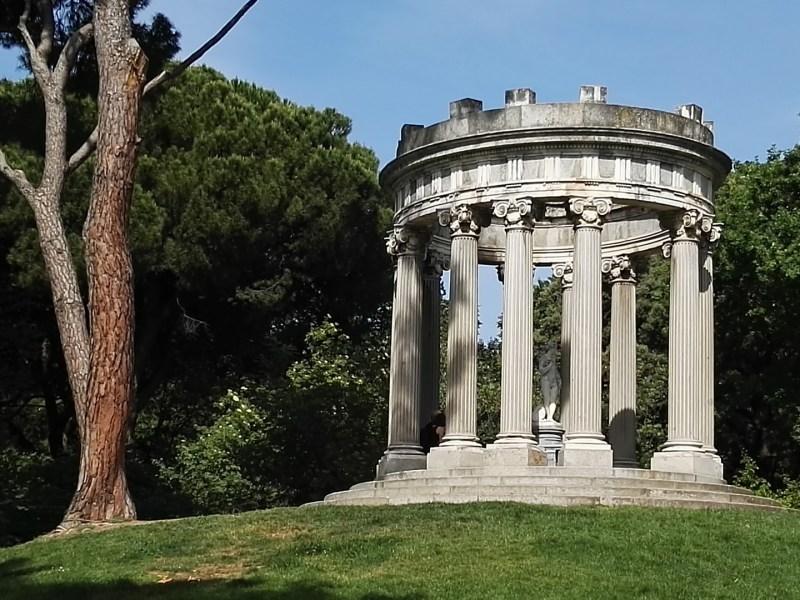 Búnker de El Capricho - Recuerda bastante al Templo del Amor del Petit Trianon.