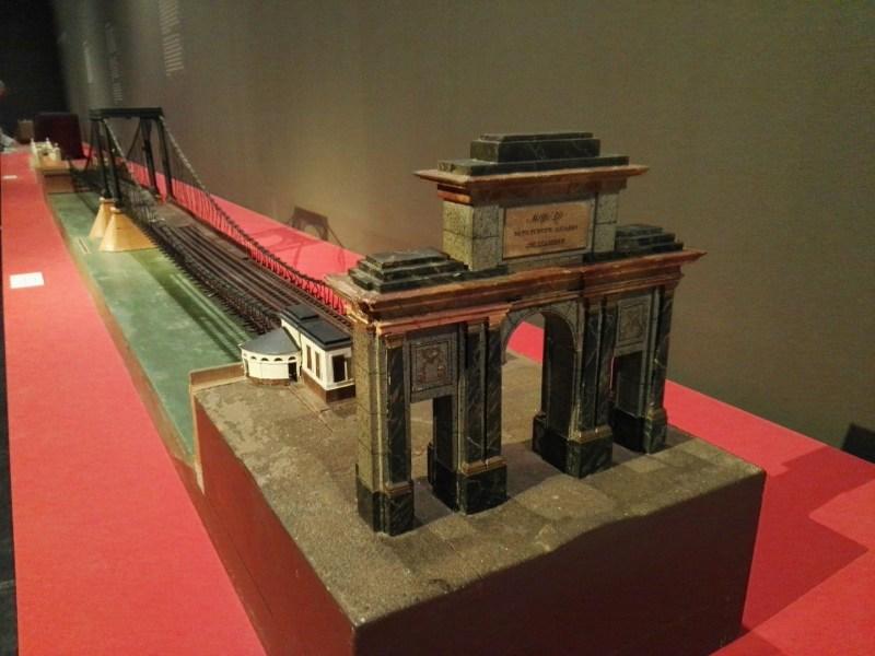 Maquetas y Modelos Históricos - Puente colgante de Rouen sobre el río Sena, construido según el sistema de la empresa Seguin.