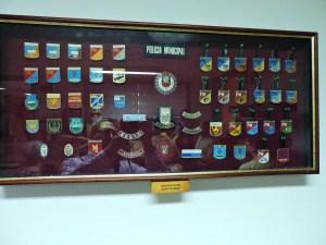 Museo Policía de Madrid - Distintivos de las especialidades del Cuerpo de Policía Municipal.
