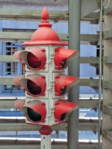 Museo Policía de Madrid - Semáforo antiguo de cuatro sectores., para colocar en el centro de una intersección.