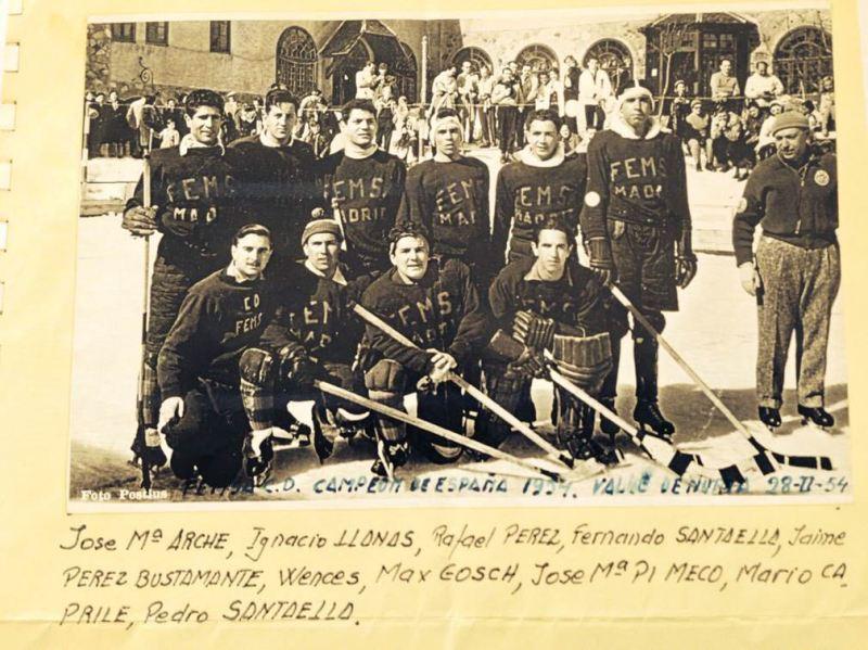 El Jugador de Hockey - Club Deportivo FEMSA, ganador del Campeonato de España en 1954 y donde seguía jugando uno de los tres hermanos Arche.