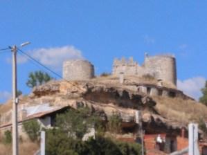 El vuelo de Diego Marín - Restos del castillo de Coruña del Conde.