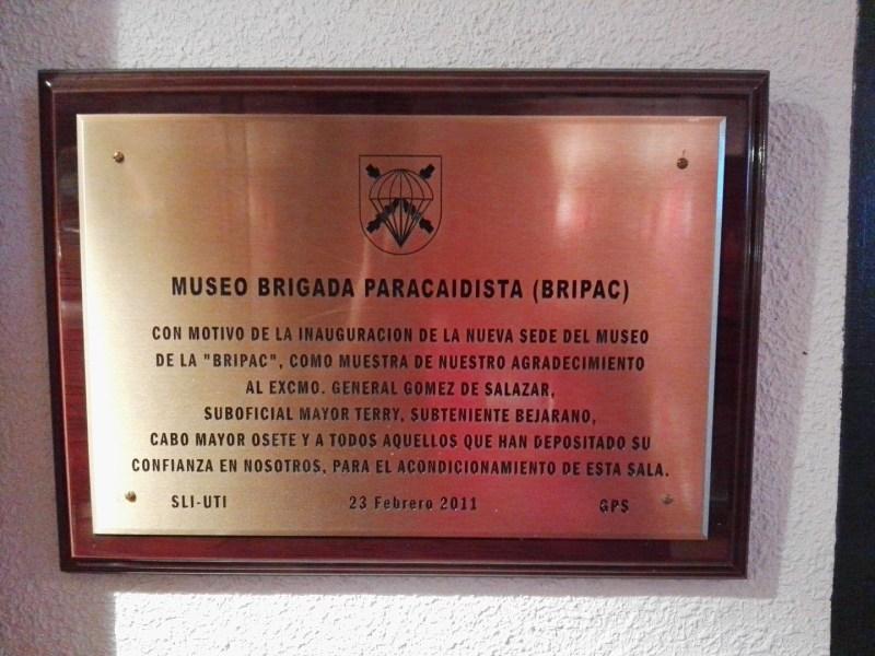 Museo de la Bripac - Placa conmemorativa de la inauguración del museo en Paracuellos del Jarama.