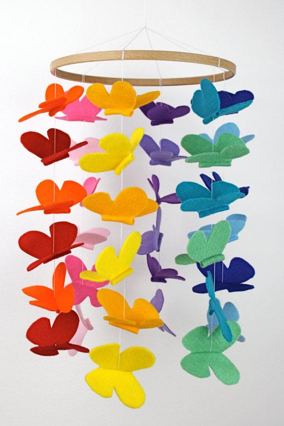 movil con mariposas de fieltro