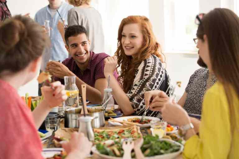 Diversos platos en la mesa