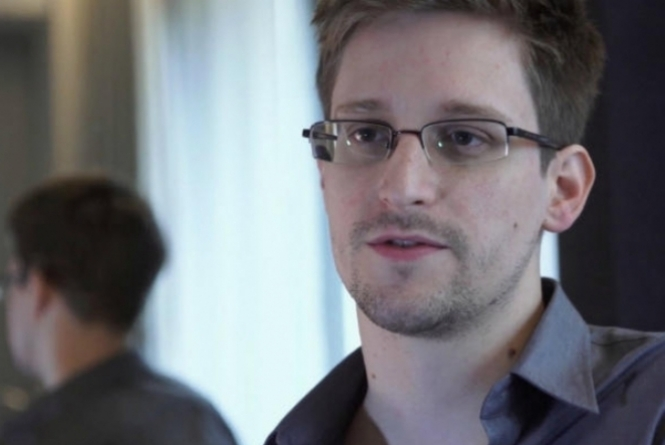 thumb-65536-edward-snowden-resized