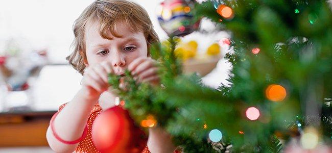 Resultado de imagen para decorar el árbol por niños