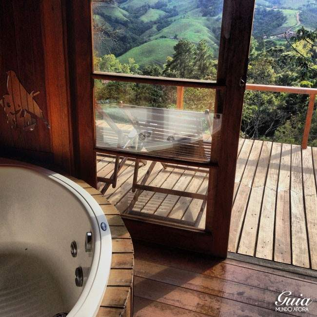 Banheira com vista e privacidade: sensacional