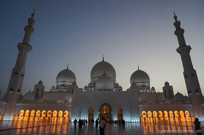 Mesquita Branca à noite