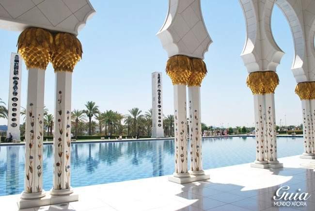 Parte externa da Mesquita de Abu Dhabi