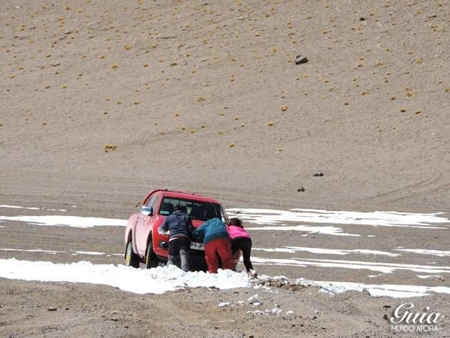 Carro atolado Salar de Tara