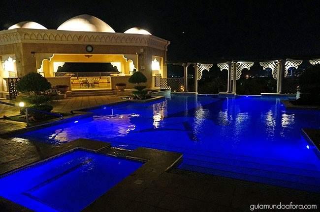 piscina-noite-arjaan