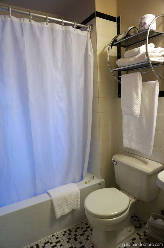Banheiro hotel barato em Nova York