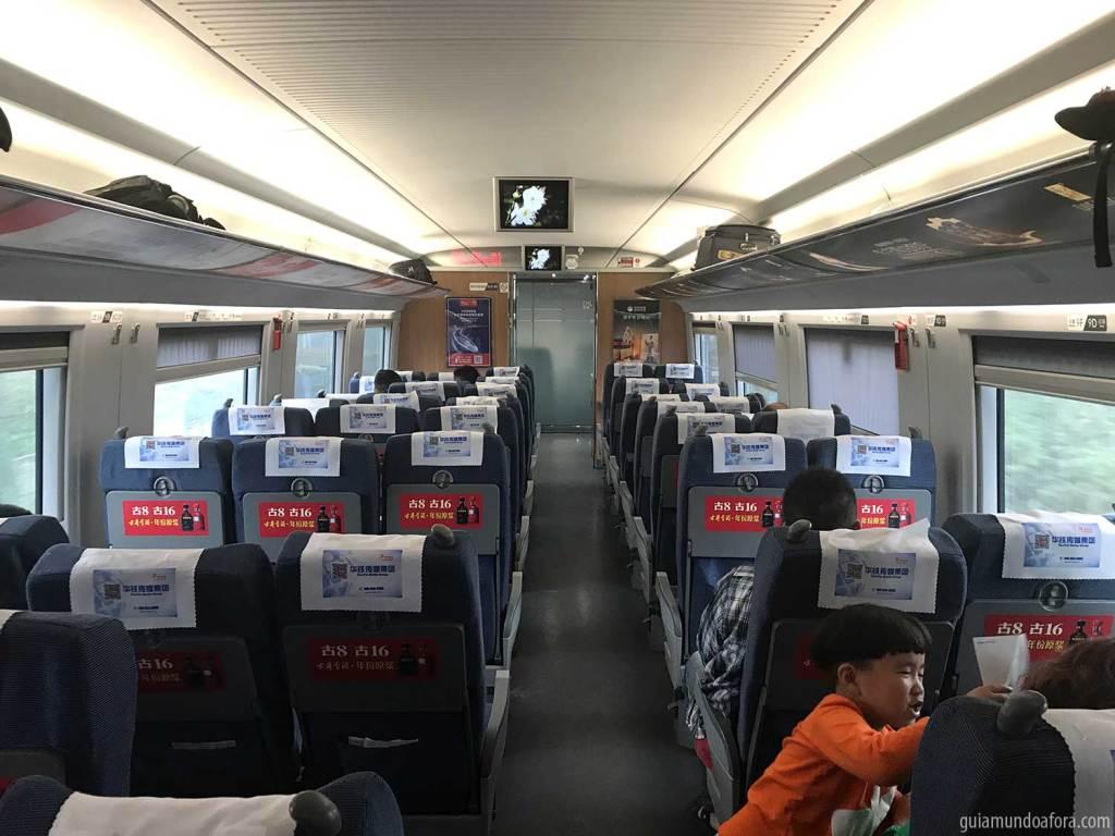 Interior de Trem na China de segunda classe