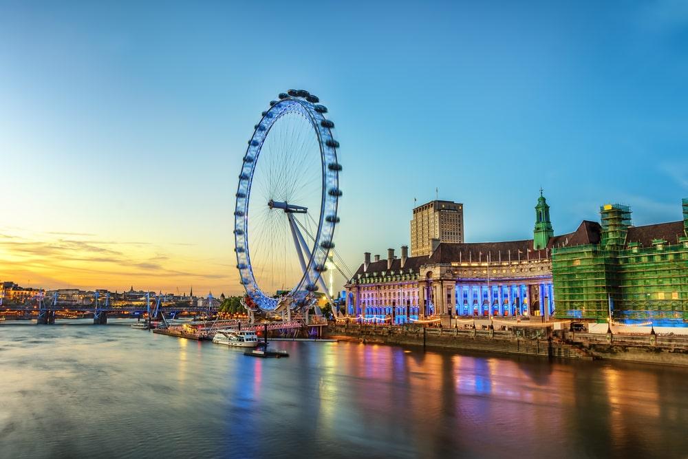 London Eye iluminada à noite