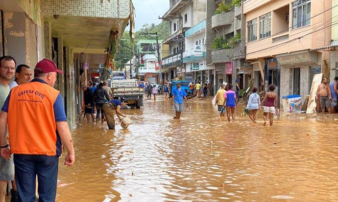 arrecadação de donativos para as vítimas das chuvas