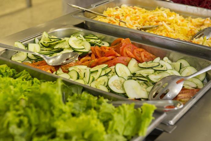 Com aulas suspensas na quarentena, Senac RJ doa alimentos perecíveis de suas cozinhas profissionais