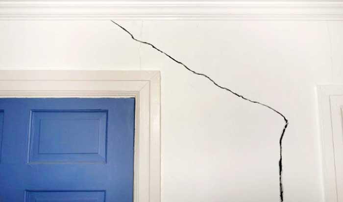 ¿Por qué se producen las grietas en paredes?