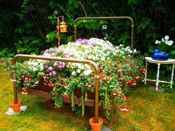 Ve lo immaginate un giardino dentro il quale spicca un meraviglioso letto fiorito? Be', a quanto pare c'è chi l'ha e il risultato è davvero bello da vedere