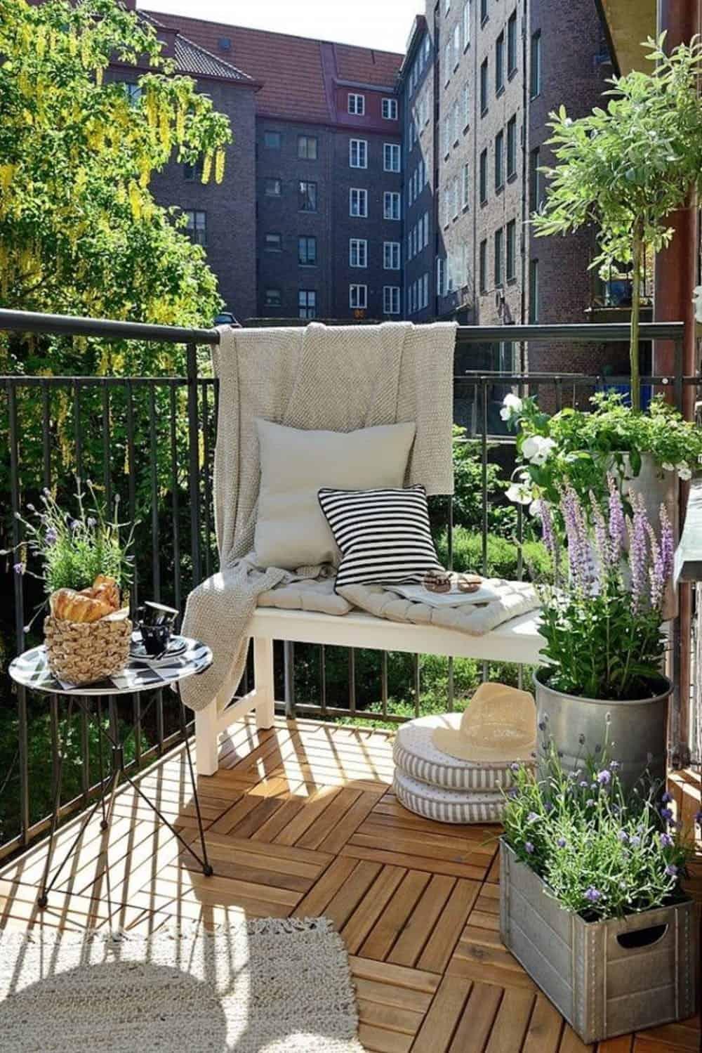 Balcone Lungo E Stretto terrazzo piccolo: 10 idee low cost e salva spazio - guida