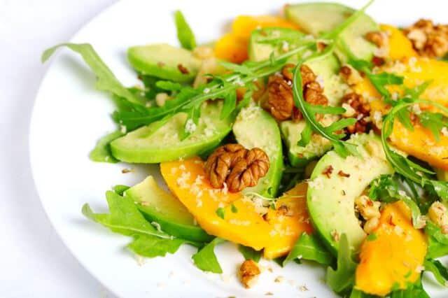 Insalata papaya, avocado e noci