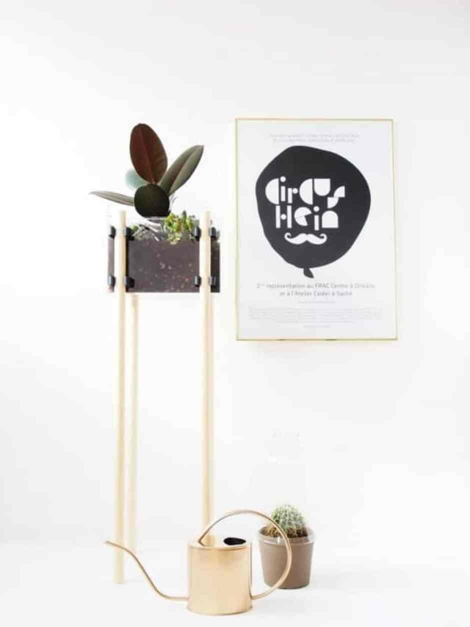 Supporto per piante in legno, un'idea originale che arreda la casa