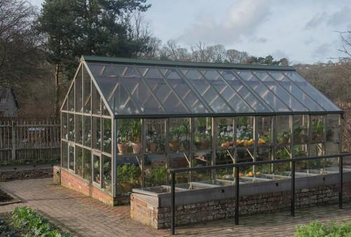 Come costruire una serra fai da te per il giardino con struttura in metallo