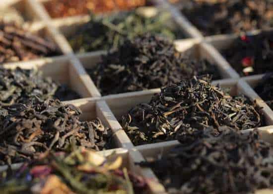 Le foglie di tè contengono i tre nutrienti necessari per avere un buon fertilizzante naturale ed economico: azoto, potassio e calcio