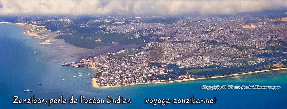 Vue aérienne - Zanzibar guide de voyage, perle de la civilisation Swahili née du commerce sur l'océan Indien.
