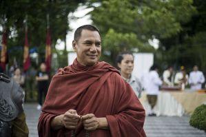Sorapong Chatree joue un moine bouddhiste dans le film historique King Naresuan.