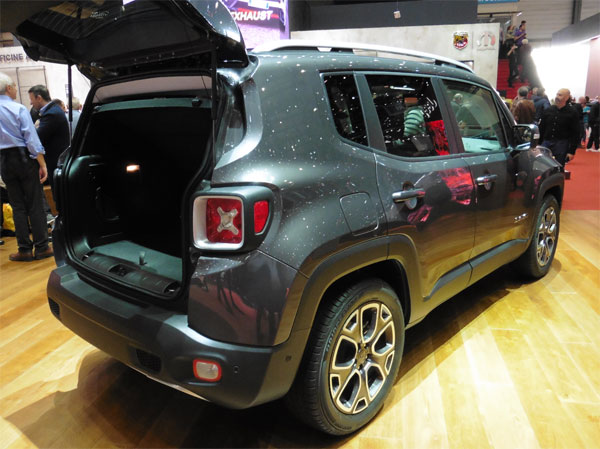 Jeep Renegade trunk