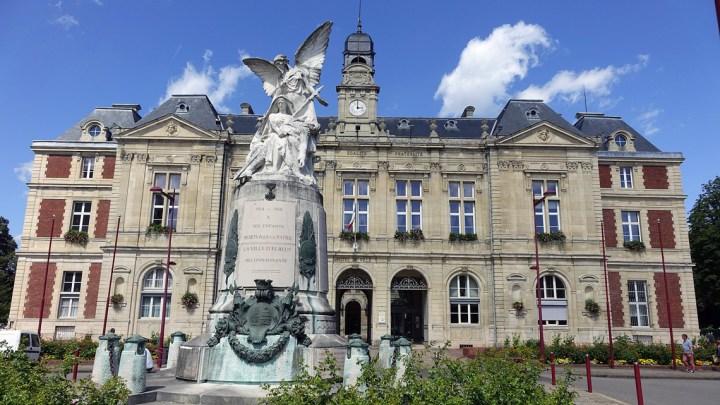 Ville d'Elbeuf en Normandie, hôtel de ville