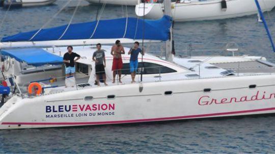 Faire une balade en mer en catamaran pendant les vacances