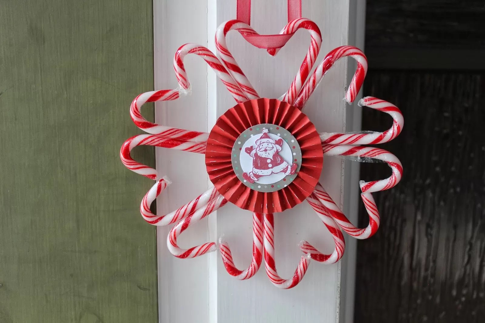 17 Cool Candy Cane Wreath Ideas