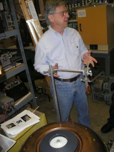 Hal Puthoff in his lab in 2005