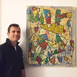 Daniele Guidi accanto all'opera