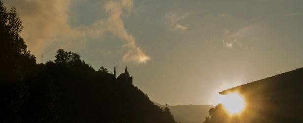 L'alba con i primi raggi di sole