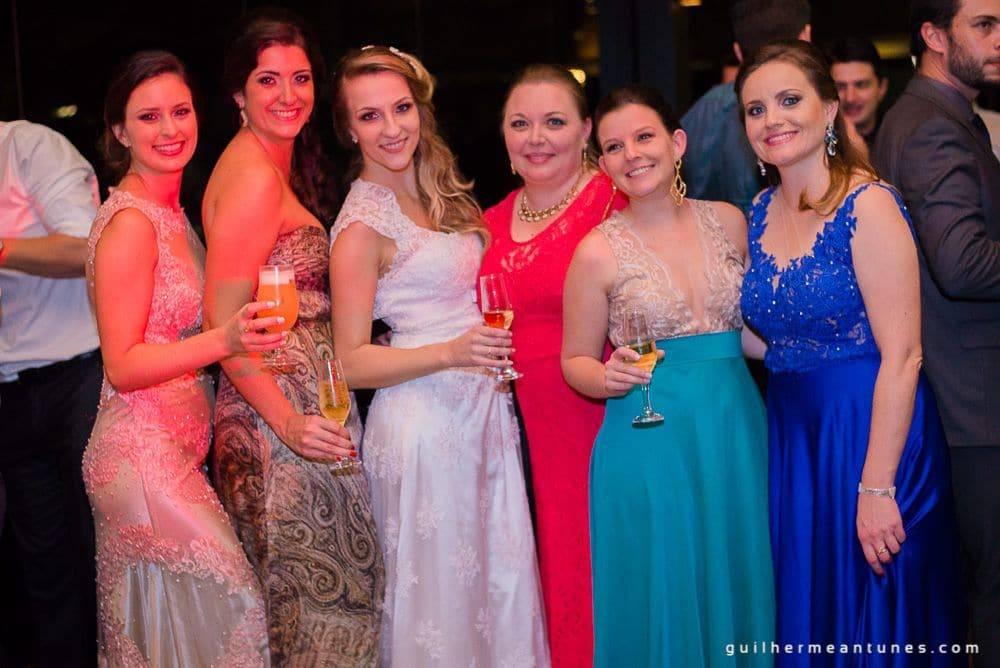 Fotografia de Casamento Luana e Alysson noiva e amigas