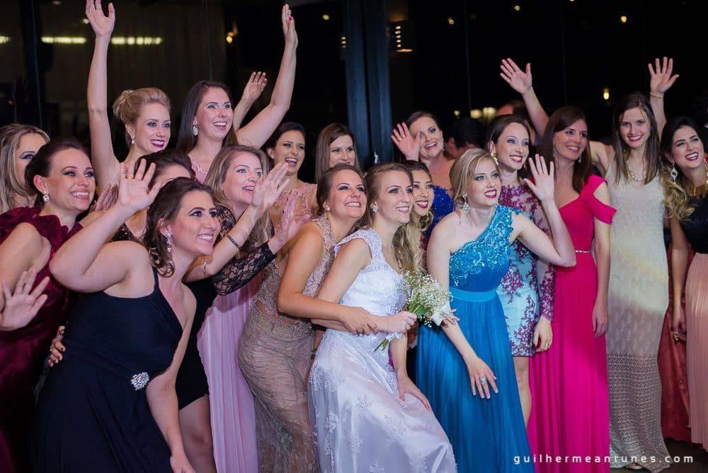 Fotografia de Casamento Luana e Alysson noivas, madrinhas e amigas de lado