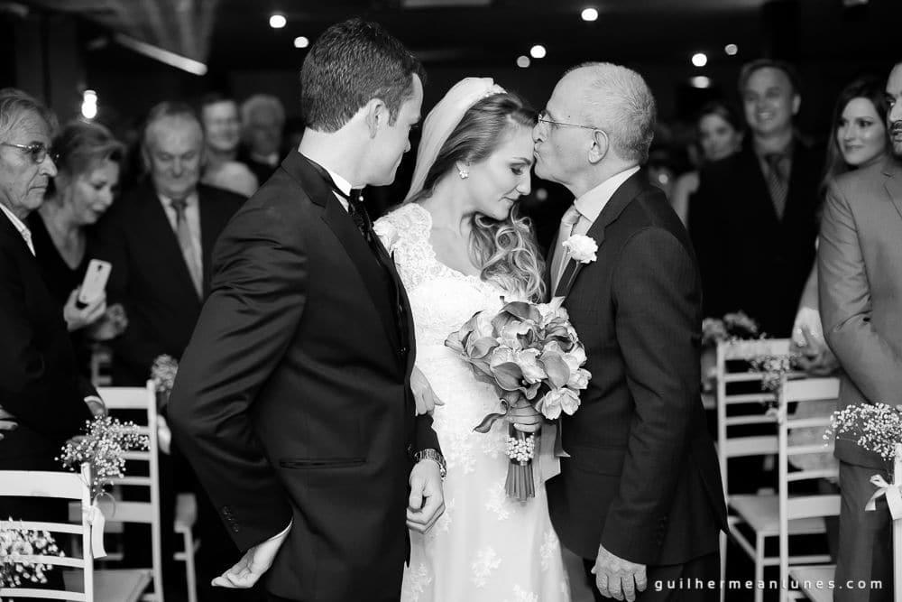 Fotografia de Casamento Luana e Alysson noivos e pai da noiva