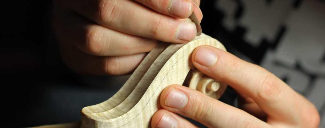 Des cours et stages de lutherie pour en découvrir les gestes et les outils.