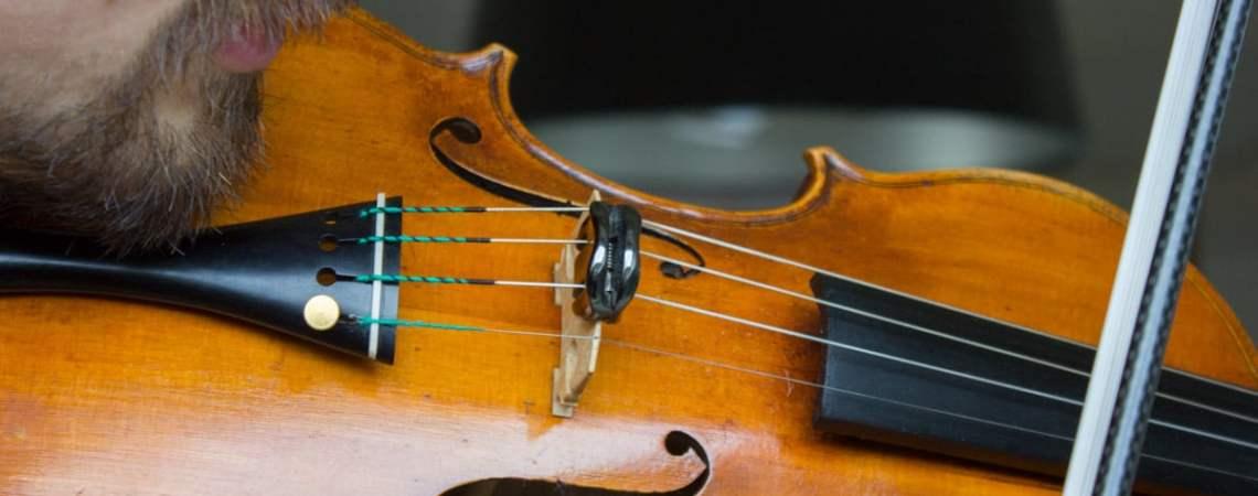 Utilisation d'une sourdine d'entrapinement WMute sur un violon