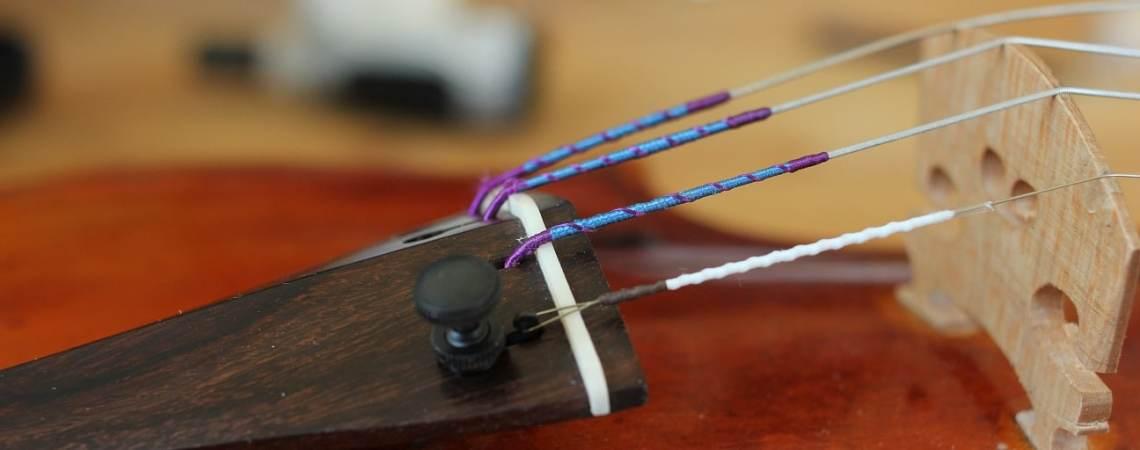 changer les cordes de son violon et s'assurer des bonnes couleurs de ses cordes