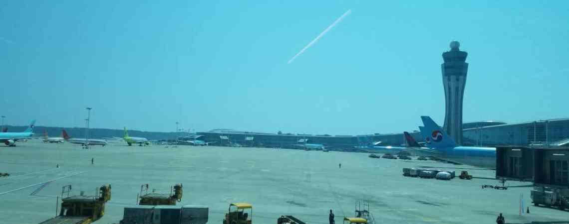 À l'aéroport avant la quarantaine en Corée