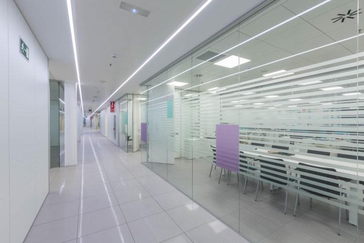 Fotografías de las oficinas BBraun iluminadas por Deltalight